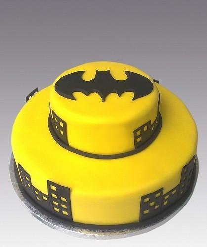 torta-di-compleanno-gialla-e-nera-di-batman